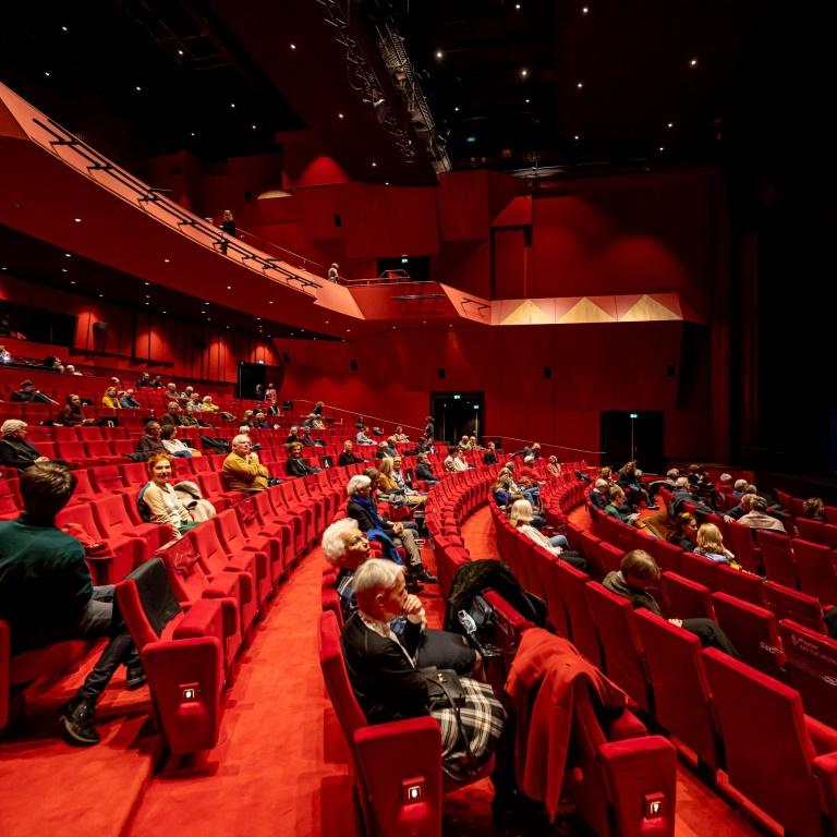 Theater011.jpg